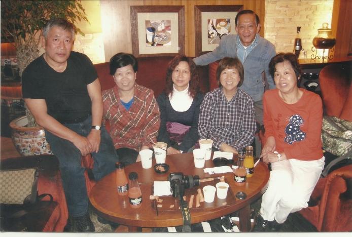 左起:侯思傑、劉鳳娥、江敬宏太太、李美嫦、江敬發(後)、劉惠菁