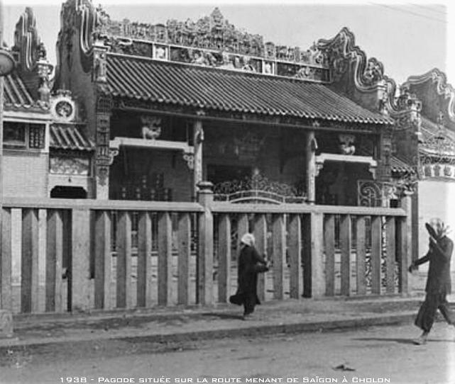 1938 - Chùa Bà Thiên Hậu (Quảng Triệu Hội Quán) trên Bến Chương Dương (gần đầu đường Yersin, đối diện nhà lồng chợ Cầu Ông Lãnh)