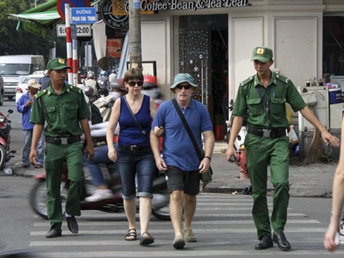 20160304101947-tourist-police