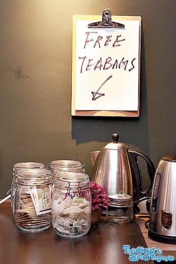 棧內有免費茶包提供,亦有贊助的精神舒緩飲品免費供應。