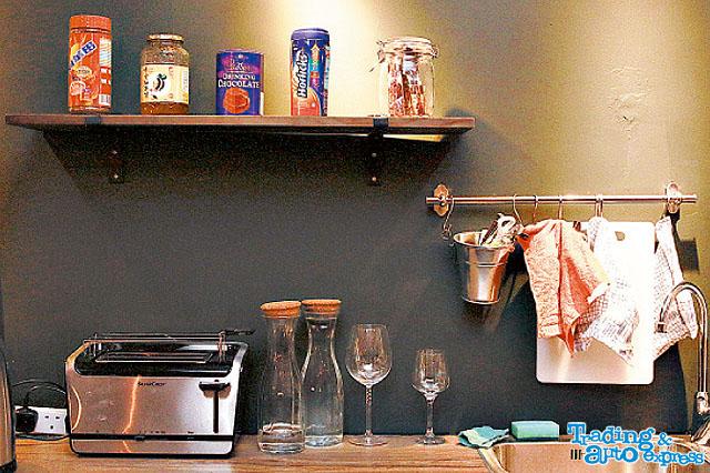 供免費沖調飲品,另外更有多士爐、微波爐,客人可以自行帶食物加熱享用。