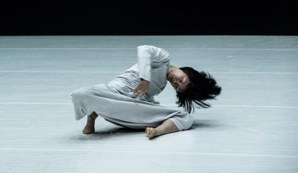 陶冶為雲門舞者編創「12」,讓雲門舞者展現截然不同過往的風格。