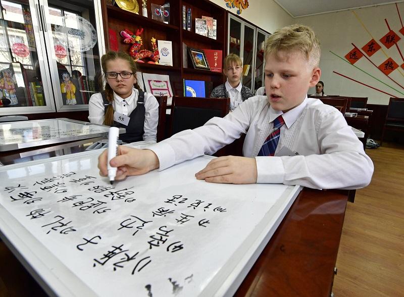 Chinese dictation contest at Vladivostok branch of Confucius Institute